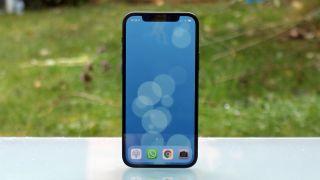 iPhone 13 ou 12? Devriez-vous attendre le téléphone Apple de 2021?